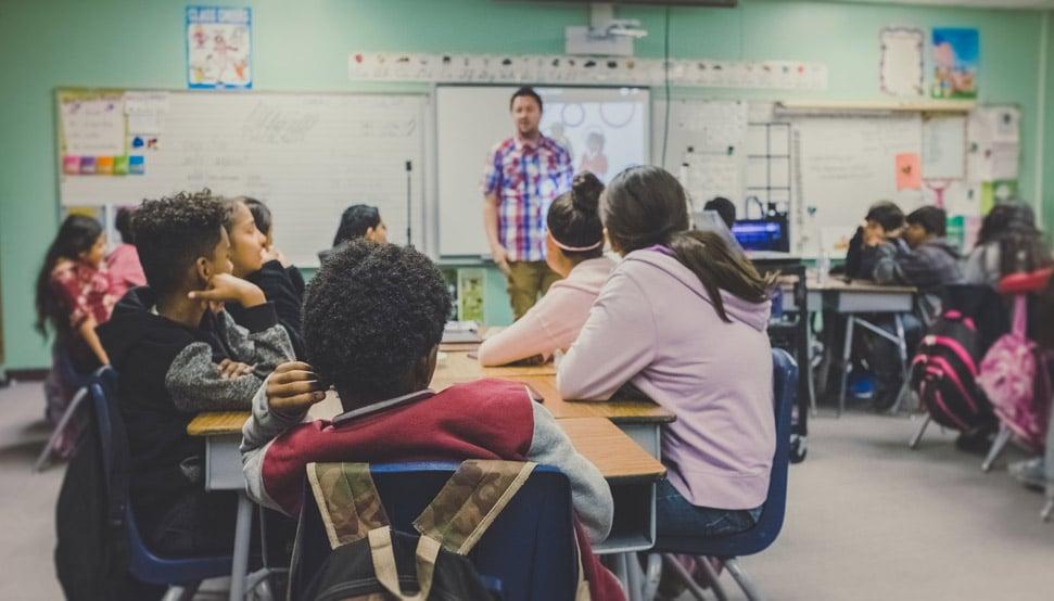 AEPAE (Acoso Escolar) > Apadrina un colegio