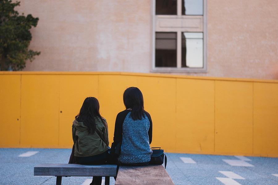 AEPAE - Dos miradas femeninas ante el acoso escolar